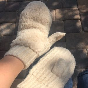 Fluffy mitts S/M. NWOT